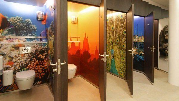 Lavabos públicos de pago ubicados en Barcelona... Paid public restrooms in Barcelona.