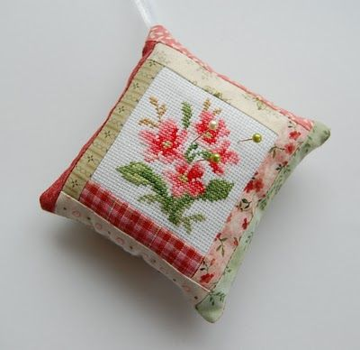 Pin cushion (tutorial in a different language, but great pictures of how to put it together.)