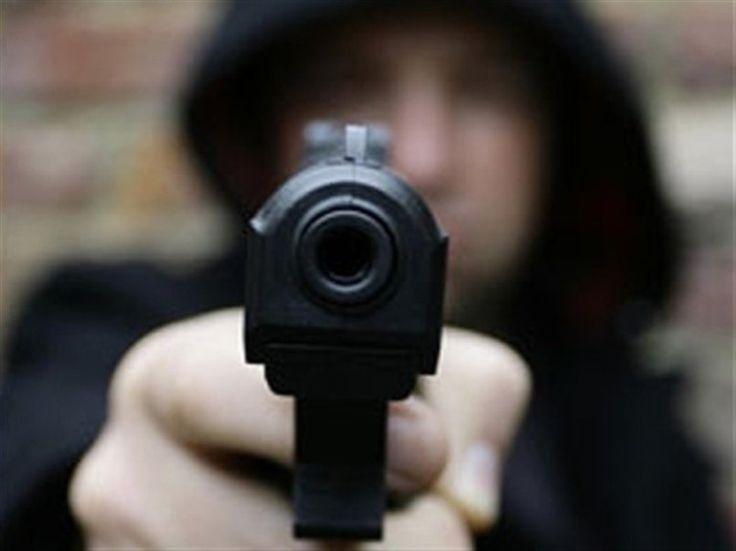 Αιγιάλεια: Ηλικιωμένος ξύπνησε με το πιστόλι στον κρόταφο!