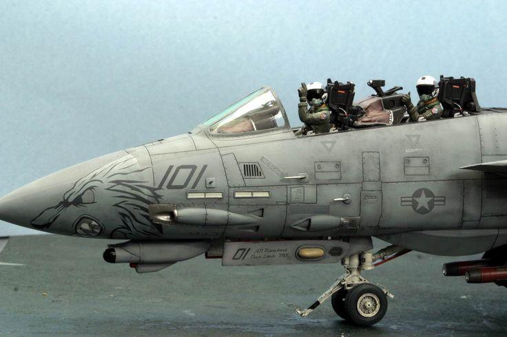 Tamiya 1/32 F-14 Tomcat 1/350 BB-63 Missouri diorama