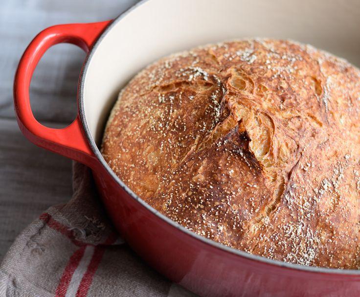 J'aime beaucoup ma machine à faire du pain: c'est simple et assez rapide. Je vous propose d'ailleurs ma recette de pain français ici. Cependant, les miches sont toujours pareilles et la texture ass...