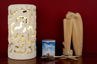 """Lampada cilindrica piccola intarsiata - """"Le Meraviglie della Pietra"""" - Castrignano dei Greci (Lecce) http://www.lemeravigliedellapietra.com/lampadaquattordici.htm"""