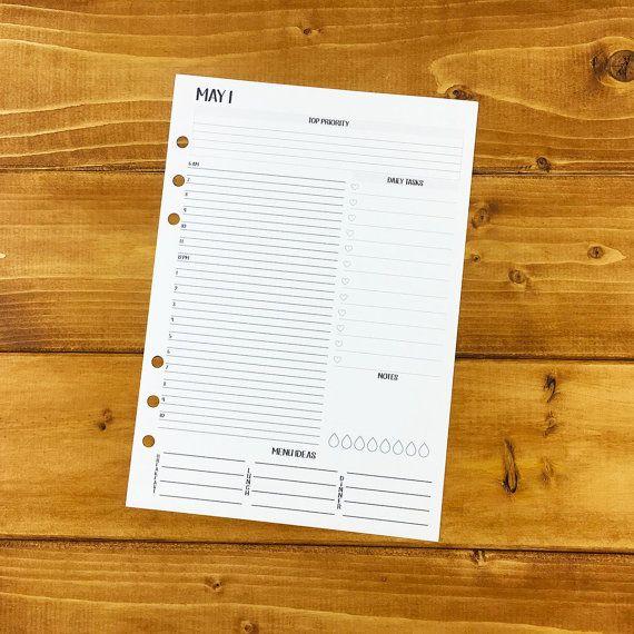 Blijf georganiseerd met onze dag op één pagina afgedrukt planner kalender [ÉÉN KWARTALEN WORTH]. Onze dagelijkse kalender functies per uur afspraken tijden, topprioriteit van de dag, taken, menu-ideeën, regendruppels voor het volgen van de inname van water en een kleine ruimte voor notities. Inzetstukken voor A5 formaat planners die 5.83 x 8.27 / 148mm x 210 mm grootte vullingen passen worden gemaakt.  Dagelijkse kalender inserts worden vermeld met maand en datum. Het jaar en dag zijn le...