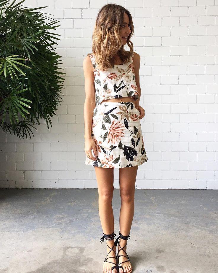 "1,933 curtidas, 51 comentários - Splice Boutique Australia (@spliceboutique) no Instagram: ""Floral linens 🌸 In our #ZuluAndZephyr Natives Crop and Natives Skirt worn with our #éssTheLabel…"""