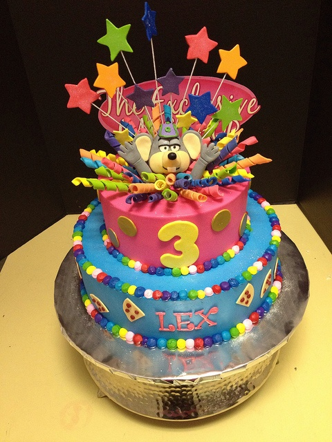 Chuck e Cheese Cake by Exclusive Cake Shop, via Flickr