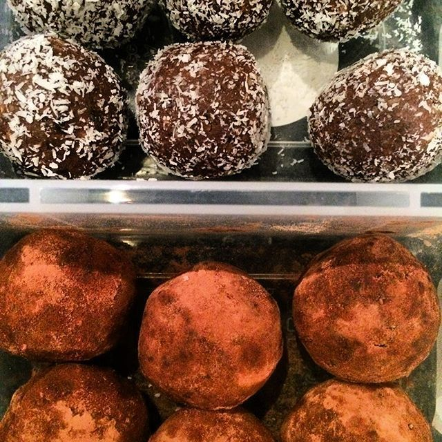 Chocolate Protein Bliss Balls rolled in coconut & cacao!!