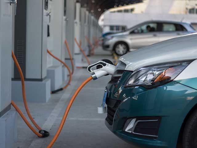La petrolera Cepsa se aferra al negocio de los carburantes y no ve futuro en el coche eléctrico | forococheselectricos