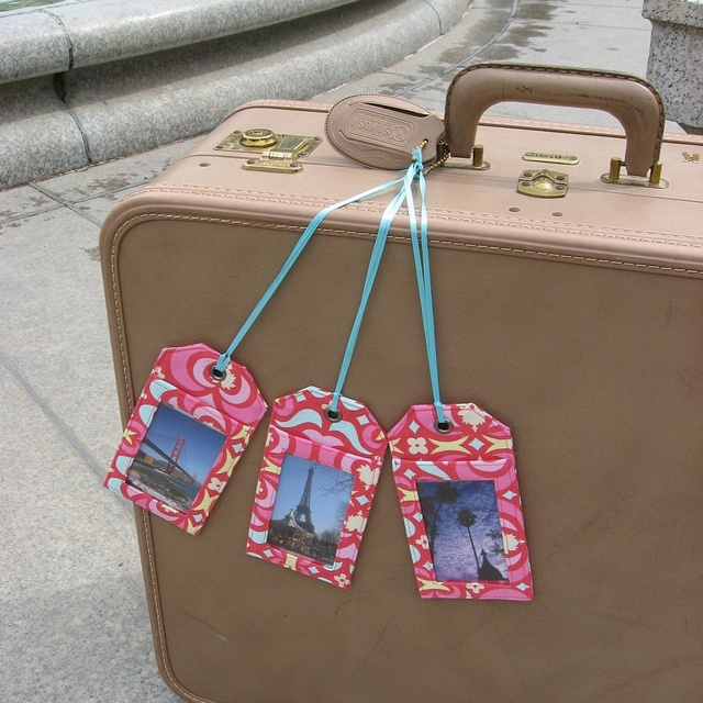 The best and most adorable pink luggage for women and children. The coolest models and designs of travel suitcase sets all of which are pink, yeah! 3 pink luggage tags in Amy Butler fabric, http://airlinepedia.net/pink-luggage.html