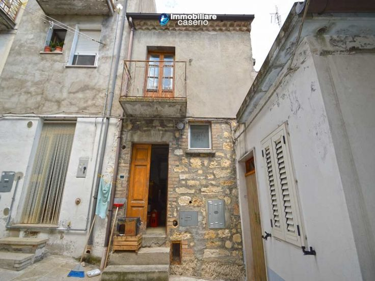http://immobiliarecaserio.com/Property_with_stone_economic_budget_near_the_sea_for_sale_in_Italy_2196.html