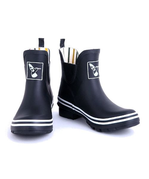 Evercreatures Ankle Height Black Meadow Welly Boot This boot is the ankle version of the popular Evercreatures black and white wellies. The boot comes with a funky rainbow lining and white detailing. Made from natural rubber Rainbow lining 4mm EVA moulded insole for increased comfort Free humming bird keyring