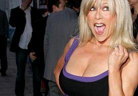 27-Mar-2015 8:30 - SAMANTHA FOX = NOG ALTIJD SUPERSEXY. Samantha Fox scoorde kneiters van hits in de jaren '80, waarvan het half gezongen, half gekreunde Touch Me de bekendste is. Daarnaast sierde ze menig tijdschriftcover, vaker zonder kleren dan met.