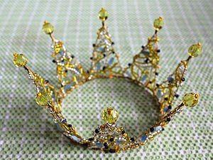 Como hacer una corona de alambre y abalorios (1)