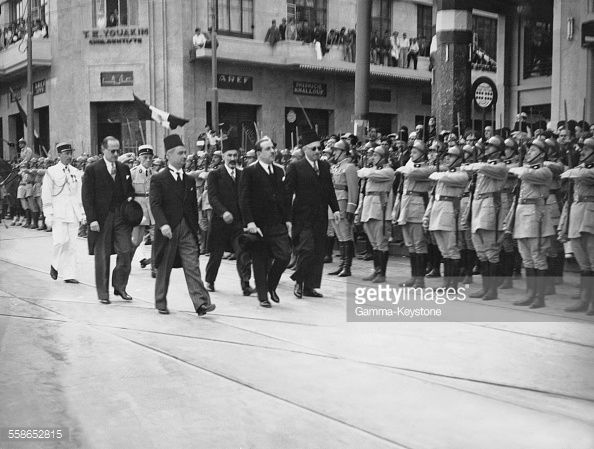 Le President de la Republique libanaise et les ministres passent les troupes libanaises en revue a l'occasion de la celebration des 50 hommes pendus pendant la grande guerre par ordre de Jamal Pacha,...