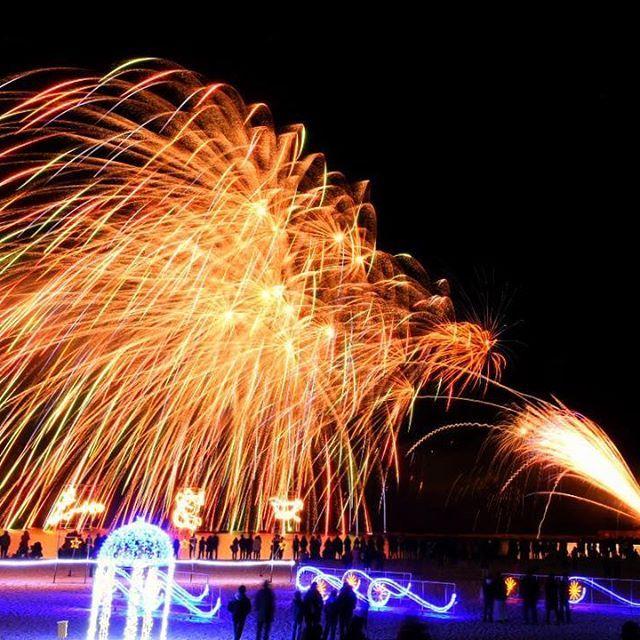 Instagram【norimono_zu00】さんの写真をピンしています。 《2017◉ 年越し白浜花火大会🎆 まさかの真横から海に向かって ぶっ放すスタイル!!! 一瞬で構図崩れましたので 立て直しました💦🙇 .. フォロワーの皆様にとって 素敵な一年になりますように((o(・v・)o)) 今年もお世話になります。 .. .. 撮影地、和歌山県 .. .. .. #photography #キタムラ写真投稿  #ファインダー越しの私の世界 #写真撮ってる人と繋がりたい #写真好きな人と繋がりたい #カメラ好きな人と繋がりたい #夜景#打ち上げ花火#tokyocameraclub #東京カメラ#ig_japan #igersjp #lifeofadventure #ig_masterpiece #team_jp_ #icu_Japan #カメラ女子 #カメラ男子 #big_shotz #gf_diary #IGersJP #ig_myshot #wu_Japan #InstagramJapan #カメラ初心者#花火#japan_night_view #d5500…
