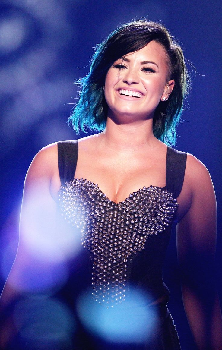 Demi Lovato// she looks so relaxed and happy