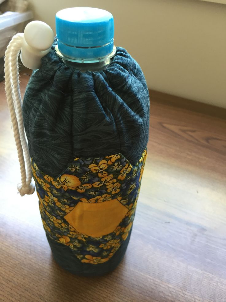 FREE Pattern, Make-Y-Own, Water bottle Cover to fit a 600ml bottle. https://www.facebook.com/MariasPatchworkAndCrafts/photos/?tab=album&album_id=1729600277280241