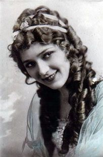 Mary Pickford 1920 S Hair Style For Long Hair History