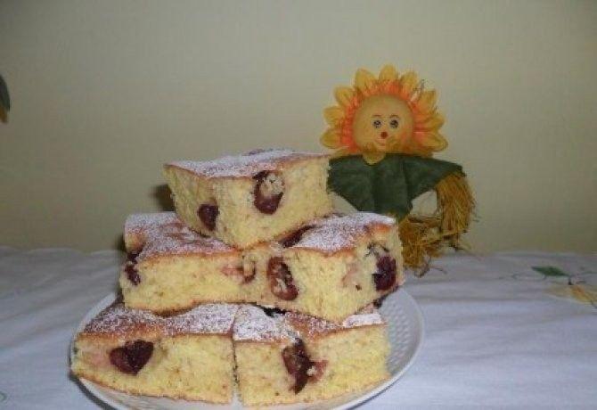 Bögrés meggyes-joghurtos süti recept képpel. Hozzávalók és az elkészítés részletes leírása. A bögrés meggyes-joghurtos süti elkészítési ideje: 50 perc