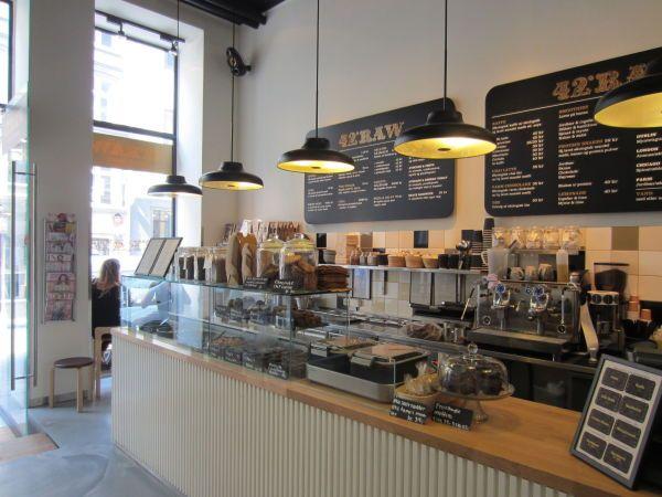 GRØNN JUICE & KAKE: På denne trendy kafeen har de alt fra grønn juice og salter til kakao med krem og sjokoladekake.