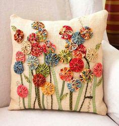~ Yo-Yo Pillow w/ Applique ~.. wonderful inspiration