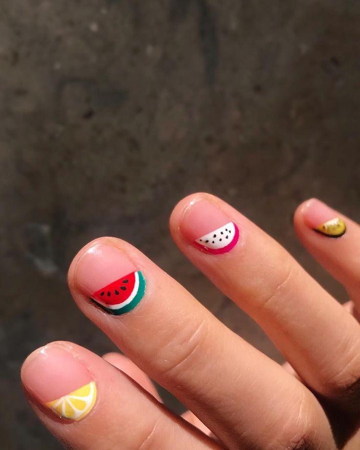 Kurze, glänzende Nägel sind das schickste Accessoire für diesen Herbst – #boycottboringnails