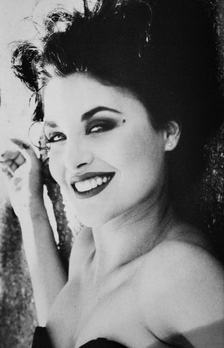 fenn single girls We talked to sherilyn fenn about playing audrey horne from 'twin peaks'  and every girl has wanted her hair but fenn insists this wasn't forced on her part  she was a virgin when we meet .