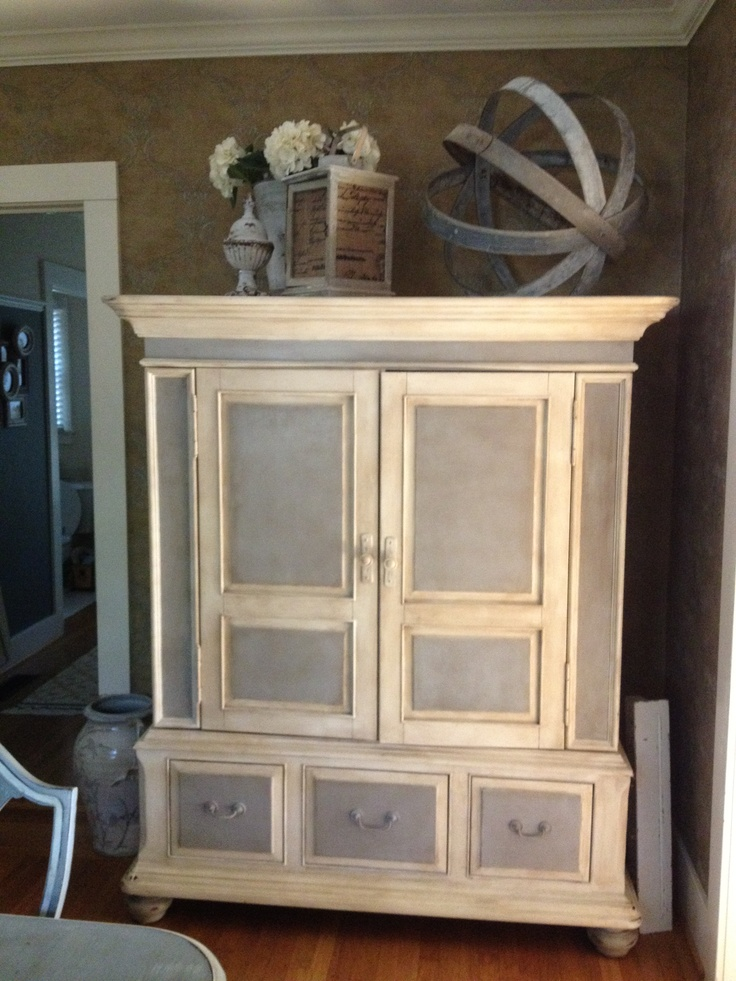 Sis and I finally chalk painted her hutch - gorgeous and looks fabulous with her table.
