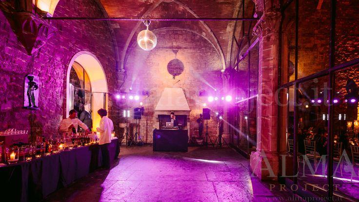 Photo Art Wedding Story ALMA PROJECT @ Castello di Vincigliata - Loggia & Courtyard - DJ Set - Eva Console Black 150 - Double Small Light System + 2 Beam Roll Led White - smoke machine purple