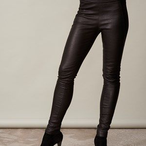 LEATHER leggins all leather, black. The coolest and softest leather leggings. Made by French calf leather and handmade in Denmark. Made by order in Denmark in standard sizes (34, 36, 38, 40, 42, 44) - but can also be made with individual measurements for 500dkk extra