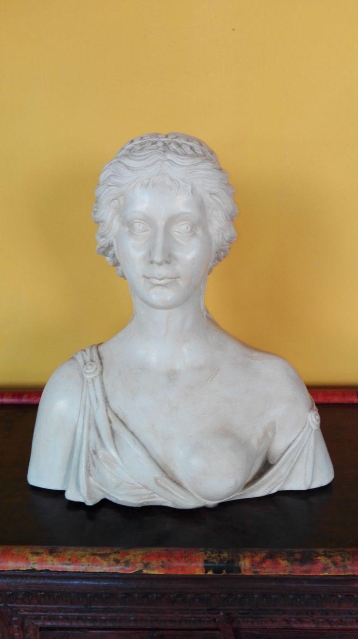 Busto raffigurante Agrippina in pasta di marmo. Italia 1950 circa. Prezzo…