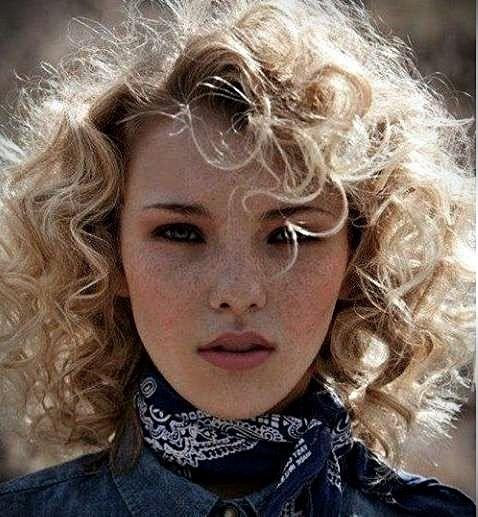 Frisuren 2017 Kurz Locken 2017 Frisuren Kurz Locken Hair Styles Haircuts For Curly Hair Curly Hair Styles Naturally