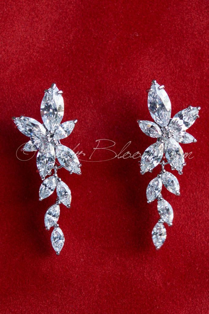 Ruby Blooms is pleased to offer you Timeless, Luxury and Feminine Style - Crystal Cubic Zirconia wedding / bridal earrings. Charming, elegant sparkling jewelry accessory for your Silver theme Wedding,