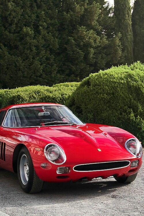 Ferrari 250 GTO Berlinetta Scaglietti. Questa versione anno 64 della 250 GTO, fu disegnata dalla Pininfarina e fatta in tre unità per Carrozzeria Scaglietti. La vettura della immagine è probabilmente il telaio no. 4675GT (GTO prima serie) carrozzato di nuovo stile '64.