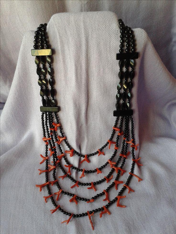 collana onice e rametti di corallo con chiusura in onice lunghezza (primo filo) 58 cm