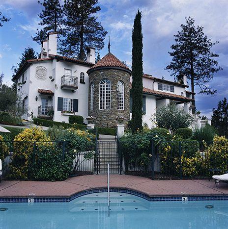 Château du Sureau. Hotel and restaurant in the mountains. Oakhurst, Yosemite Nat. Park, United States. #relaischateaux #chateaudesureau