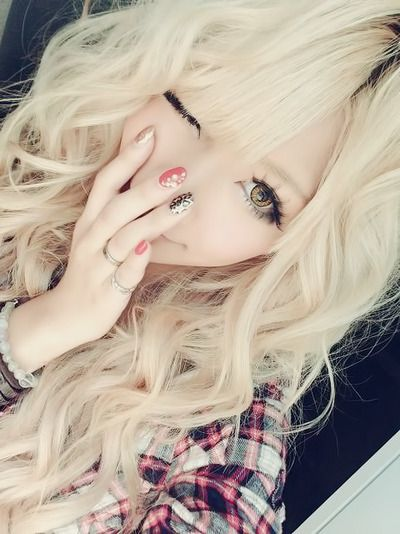 •○~ Gyaru fashion, ギャル♥ hair - curls - blonde - makeup - circle lenses - false eyelashes - nail art - wink - cute - kawaii - Japanese street fashion✮ ~•○
