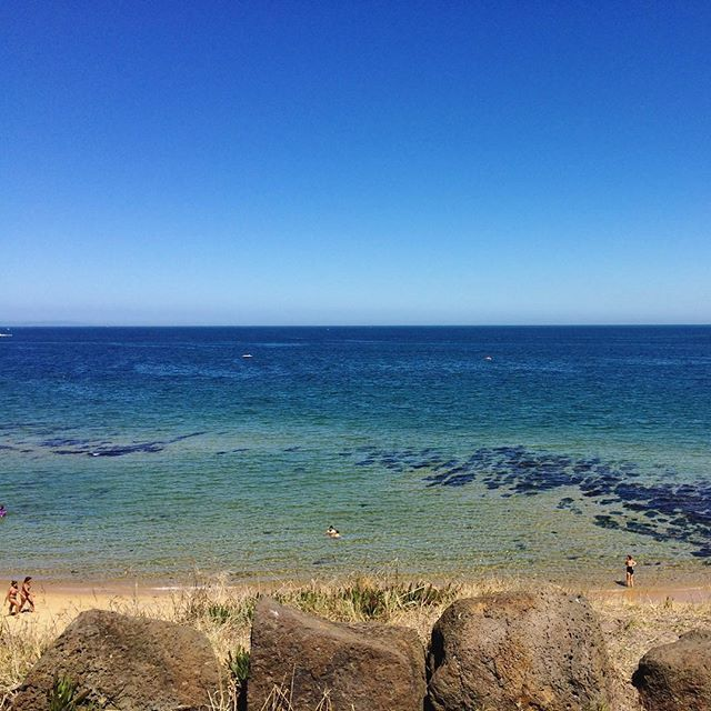 It's technically Autumn but we're still getting some beautiful summer days here in Melbourne 😎☀️👌🏽 Sandringham beach 🌊  #melbournelifelovetravel #autumn #feelslikesummer #sandringham #bayside #melbourne #visitmelbourne #blueskies #beautiful #picturesque #scenery #landscape #australia #beach #beachlife
