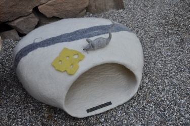 ...and the mouse ate the cheese Cat CaveHöhle Hats, Die Höhle, Cat Villas, Felt Cat, Cat Caves, Hats Die, Cheese Cat, Die Gleichen, Chees Cat