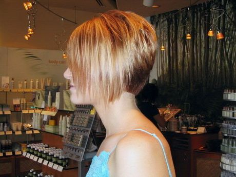 Taglio capelli corto dietro lungo davanti