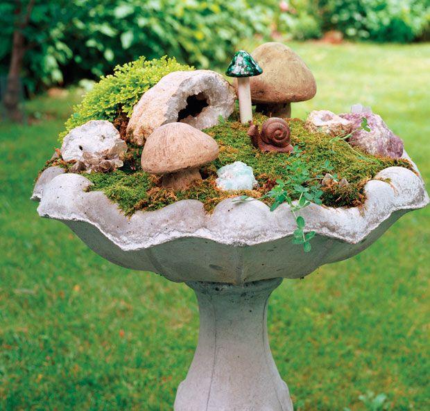 Use a birdbath for a fairy garden.Gardens Ideas, Fairies Home, Birdbaths, Bird Baths, Minis Gardens, Fairies House, Miniatures Fairies Gardens, Birds Bath, Miniatures Gardens