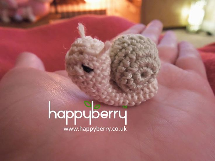 This pattern is an adorable little project to work on which children and adults alike will go mad for. You can use any yarn and hook bu...