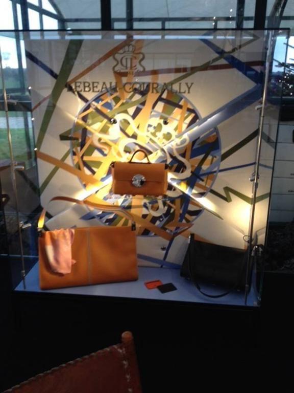 Glazen vitrinekast voor presentatie handtassen
