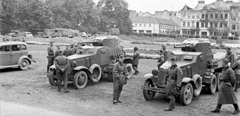 Soldados sovieticos y alemanes terminada la conquista en Lublin-Polonia