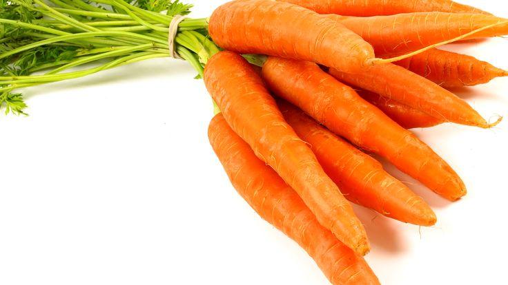 Rå grønnsaker skåret i skiver eller staver er knasende godt, og grønnsakene blir ekstra sprø og saftige etter et opphold i iskaldt vann. Lag en tomatpesto av soltørkede tomater, hvitløk, pinjekjerner (kan byttes ut med mandler eller valnø …