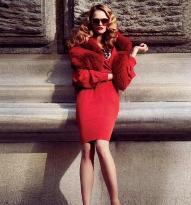 Valentino | Rote mode, Modestil, Glamouröses schickes leben