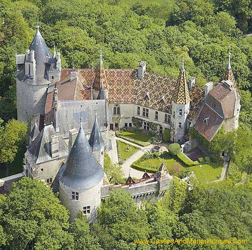 Château de la Rochepot, La Rochepot, Côte dOr département, Burgundy, France.  The Château de la Rochepot is a 13th-century castle, later converted into a château, on the N6 to the south west of the town of Beaune. The castle was built in the 13th century on an outcrop of limestone to the north of the village of La Rochepot. As with many ancient castles, it fell into ruin and it was restored in the 19th century. It is open to visitors.