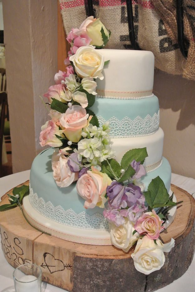 A rustic setting for a traditional cake