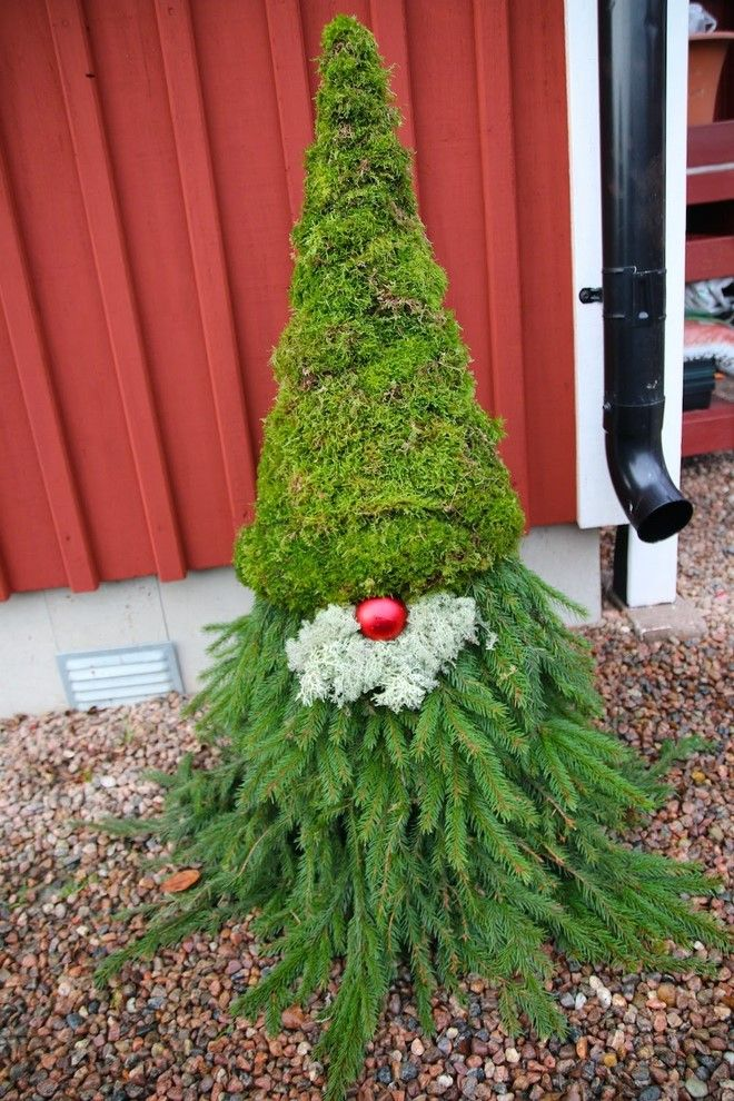 Scandinavian Tomte Made From Evergreen Branches And Moss Outdoor Christmas Decorations Diy Christmas Yard Decorations Christmas Decorations