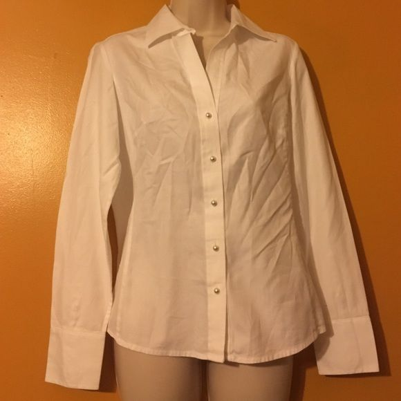 Awesome White Button Up Top Like New And No Spots Banana