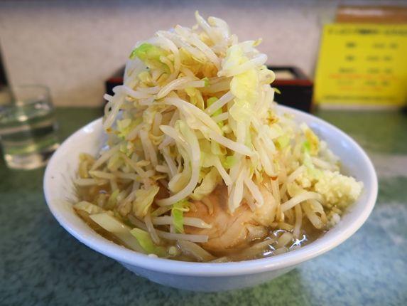ラーメン二郎@新宿小滝橋通り 「ラーメン小 野菜ニンニクちょっと」 - そんなに食うなら走らんと